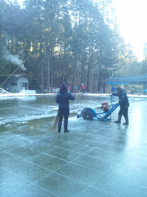 日光天然氷の切り出し作業